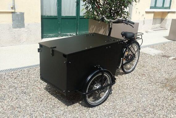 Cargo bike nera personalizzata per aziende