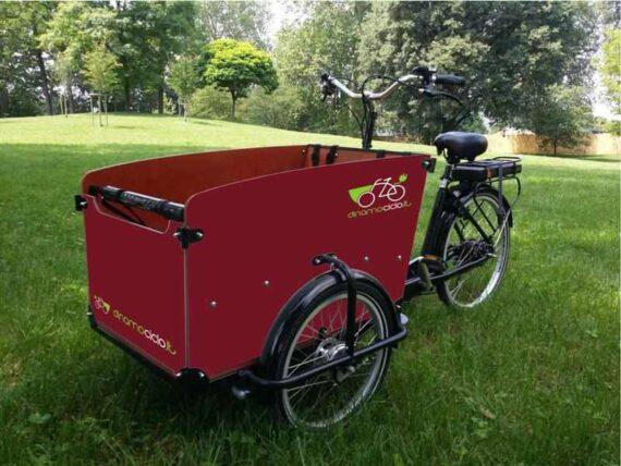 Babboe Big cargo bike esempio personalizzazione cassone rosso rubino