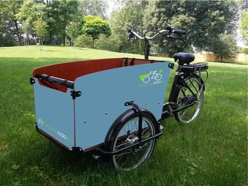 Babboe Big cargo bike esempio personalizzazione cassone blu pastello
